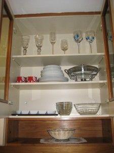 Armário em cima da pia com portas de vidro