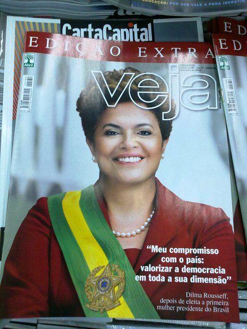 Capa da revista Veja anunciando a eleição de Dilma, a primeira mulher presidente do Brasil