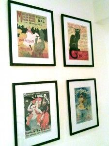Quadros de pôsteres de cabarets franceses, incluindo Chat Noir e Moulin Rouge