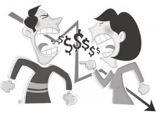 Casal brigando por dinheiro