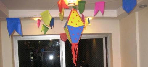 http://cintiacosta.com/2011/06/21/como-montar-uma-festa-junina-em-casa