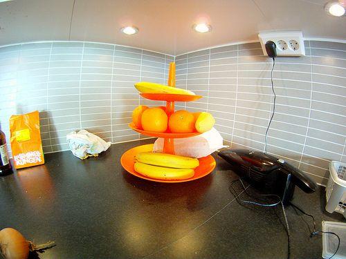 Fruteira laranja da MaWá e do Weno.