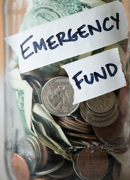 Reserva de emegência (emergency fund) em pote de vidro. Foto: Inmagine.