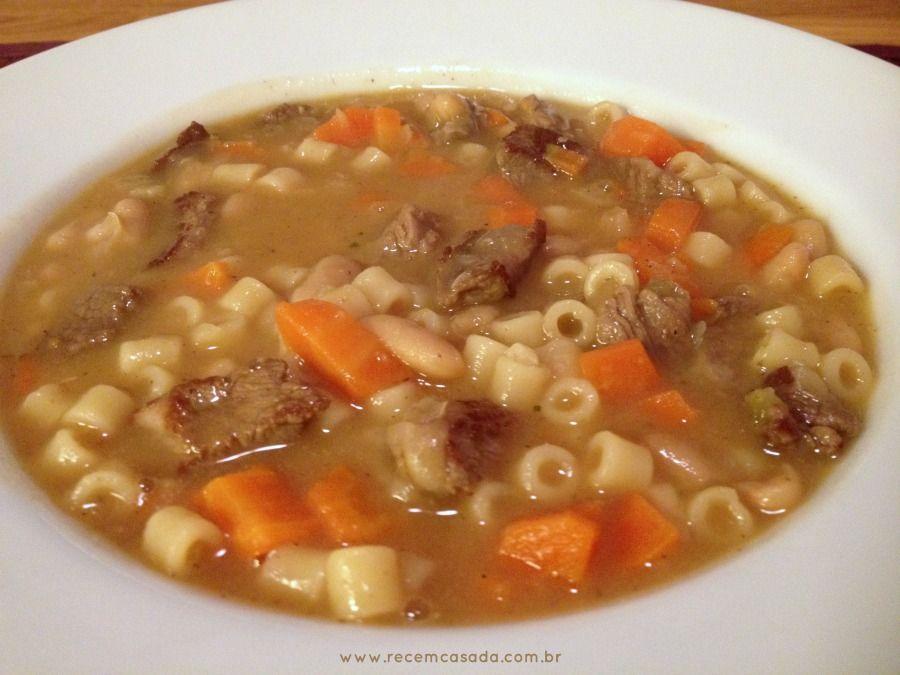 Receita de sopa de feijão com cenoura, carne e macarrão. Foto: Blog Recém Casada.