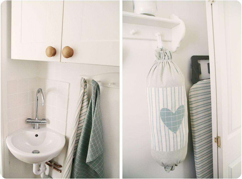 Acessórios em tecido para lavanderia: puxa saco, capa de tábua de passar, panos de prato.
