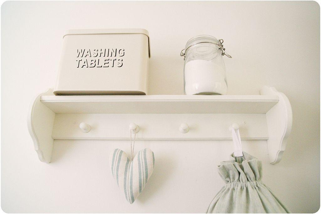 Acessórios para lavanderia: lata retrô para tabletes de sabão em pó e pote hermético para sabão em pó.