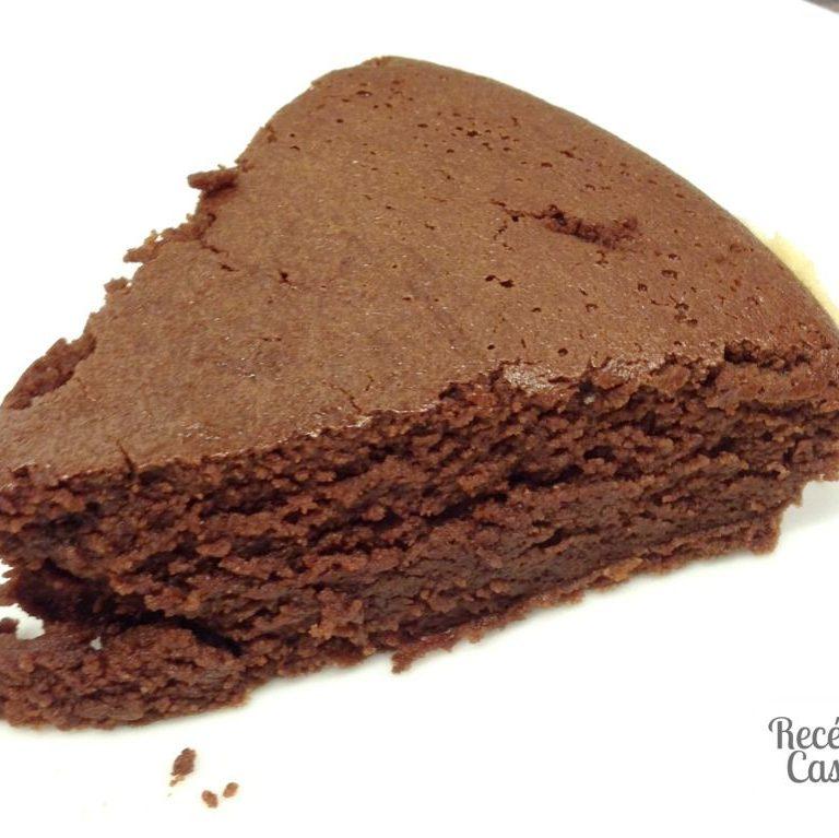 """Receita de bolo de chocolate cremoso (""""gâteau au chocolat moelleux"""")"""