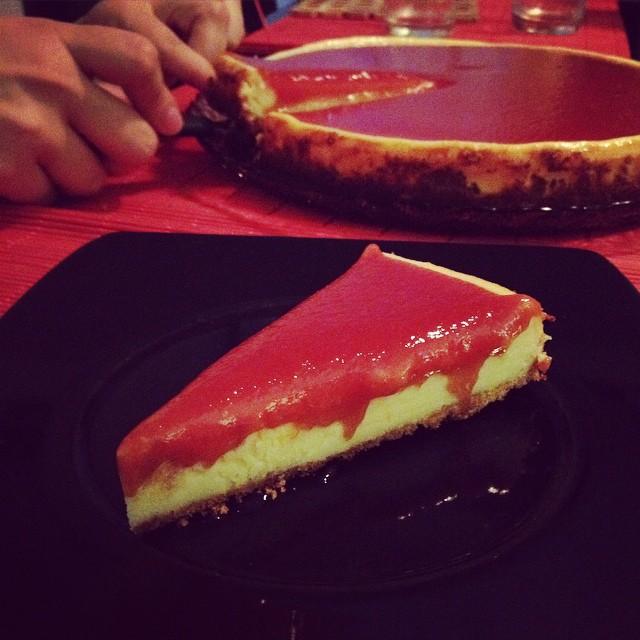 Receita de cheesecake com calda de goiabada feita por www.cintiacosta.com