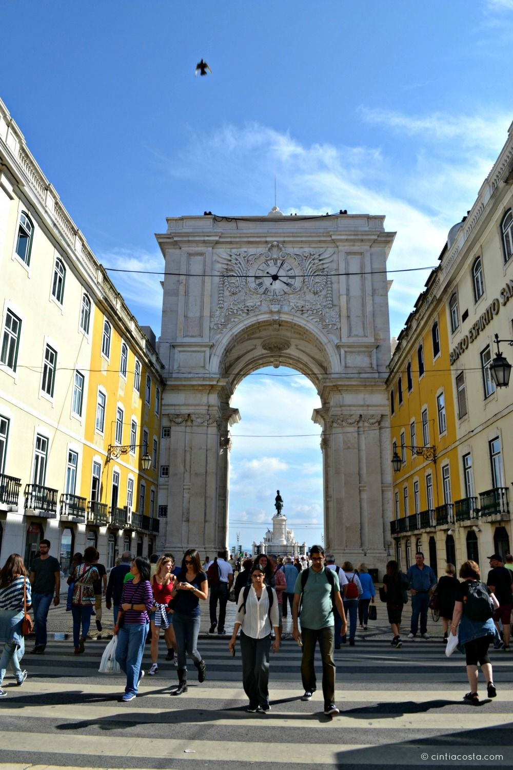 Lisboa, Portugal: Rocio e o arco do Pátio do Comércio