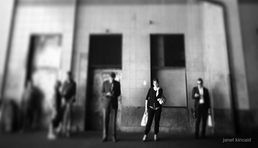 Solidão na Gare Cornavin, m Genebra, Suíça. Foto: Janet Kincaid.