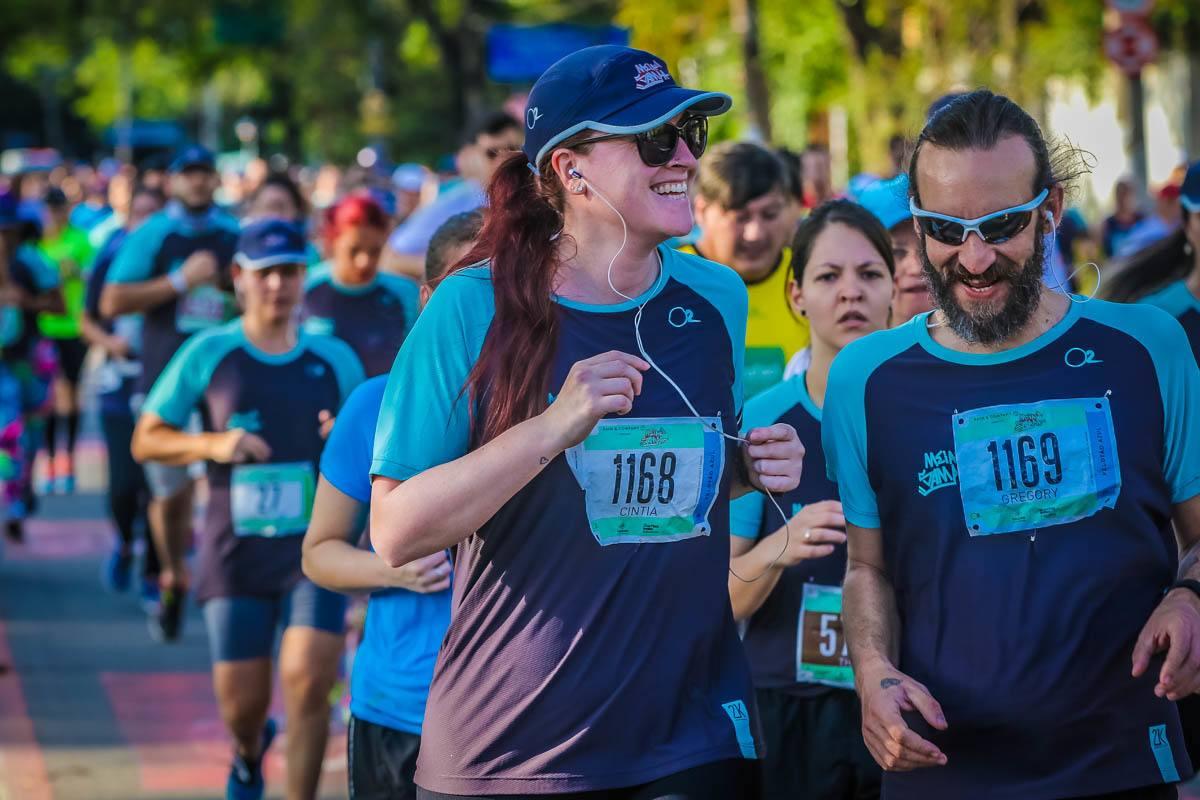 Casal fitness na corrida: blogueira Cíntia Costa e namorado na categoria 5K na 21K Sudamericano - Meia de Sampa 2016.