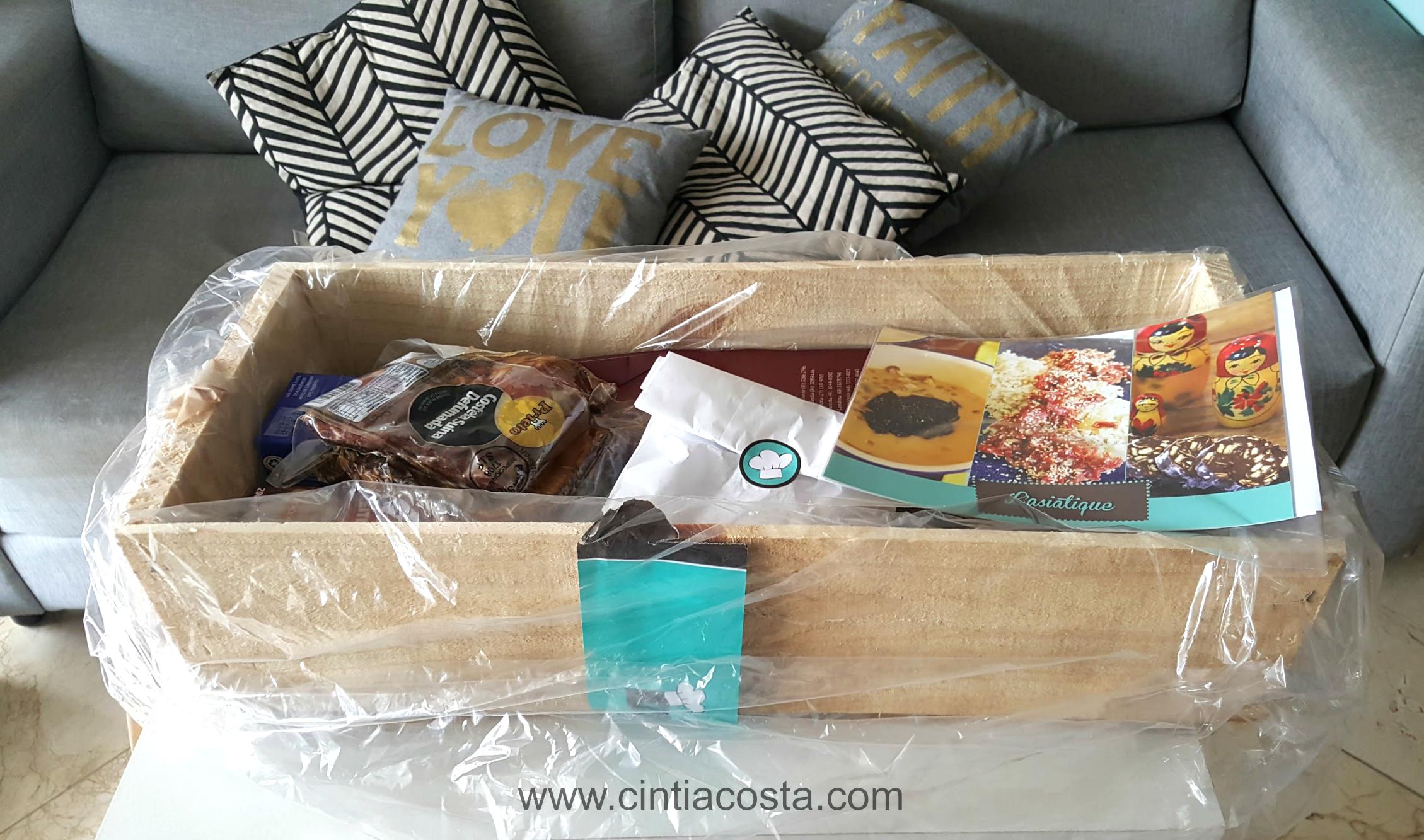 Les Gourmands Club: caixa com ingredientes para receitas e vinhos harmonizados. Foto: Blog da Cíntia (www.cintiacosta.com)
