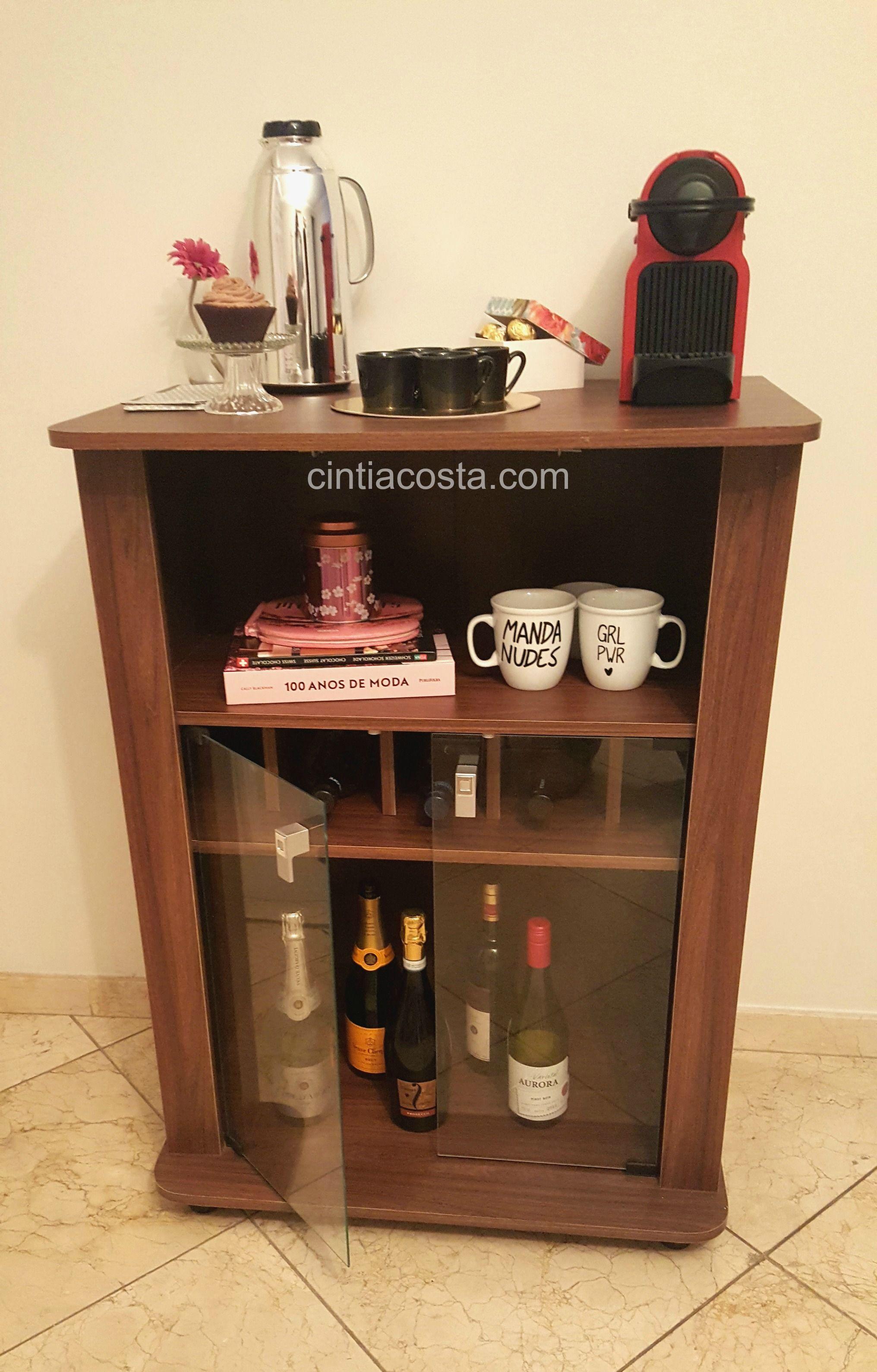 Decoração da casa: móvel da Politorno estilo bar para café e bebidas. Modelo Aurora, cor imbuia. Foto: cintiacosta.com