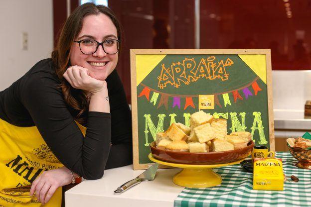Receita de bolo fofinho de mandioca com coco. Influenciadora Cíntia Costa no workshop de blogueiros de culinária da Maizena/Unilever.