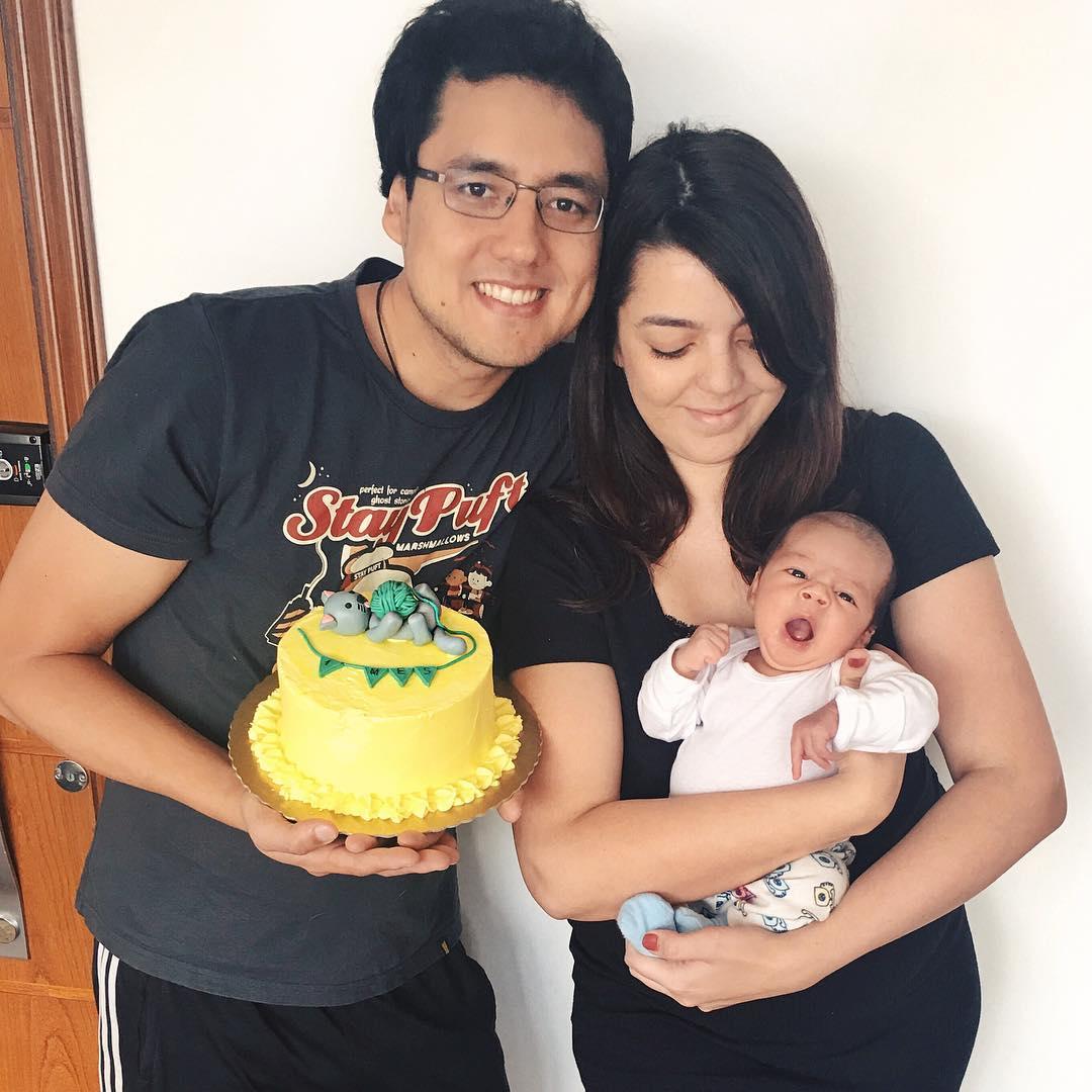 Bolo de mesversário de 1 mês do bebê da Lia Camargo: tema gatinho