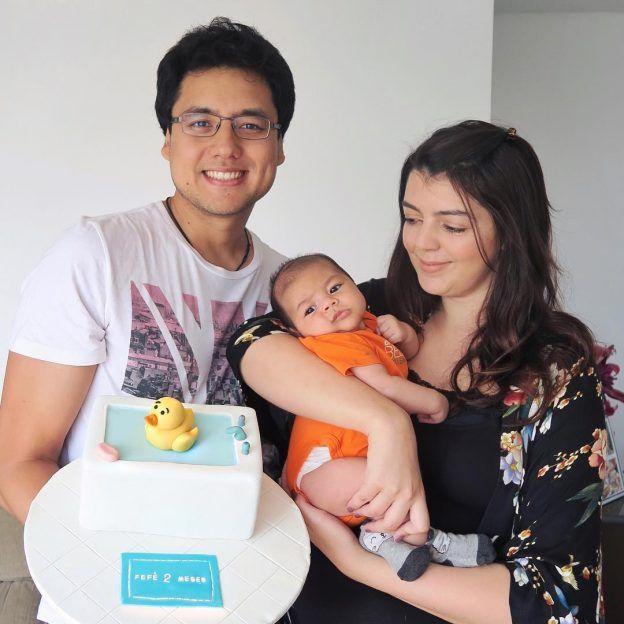 Bolos de mesversário do bebê da Lia Camargo, Fefê. Bolo de 2 meses, tema patinho na banheira. Por Bolos da Cíntia.