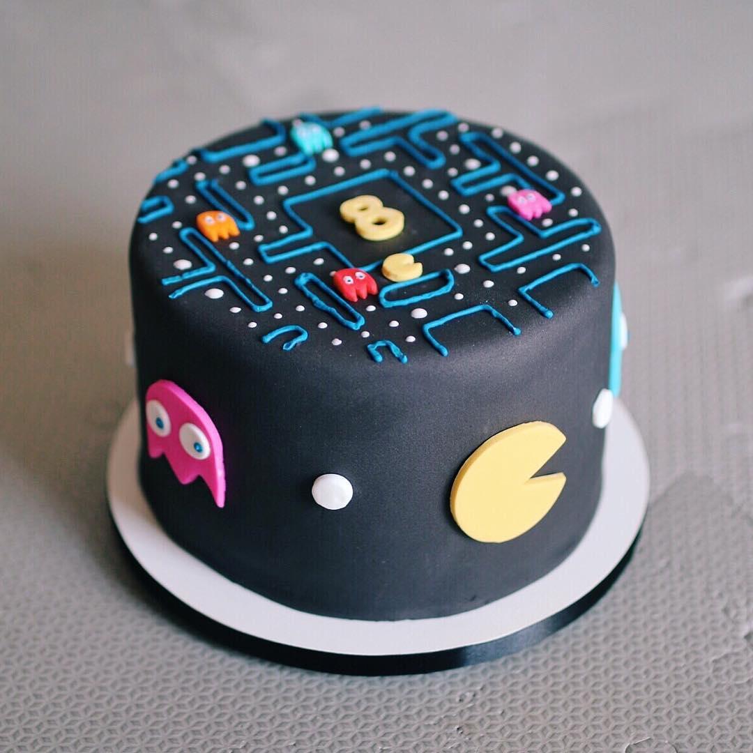 Bolo de mesversário de 8 meses do bebê da Lia Camargo: tema Pac-Man