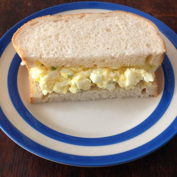 """Receita de """"egg sandwich"""", o sanduíche de maionese de ovos dos ingleses"""