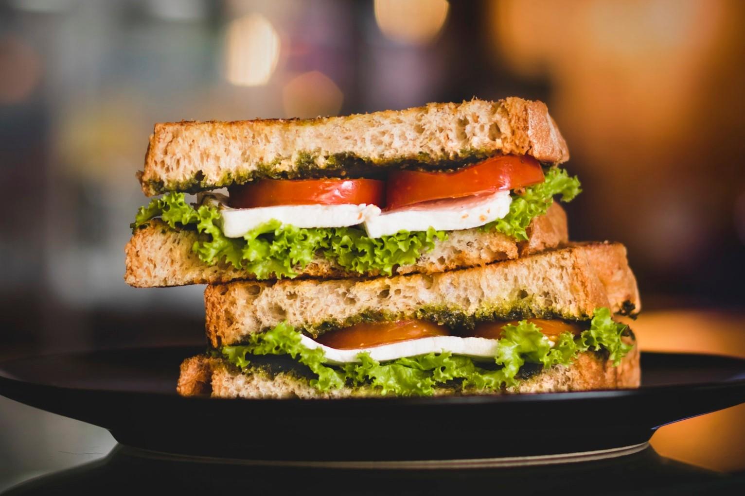 Receita de sanduíche frio com queijo branco