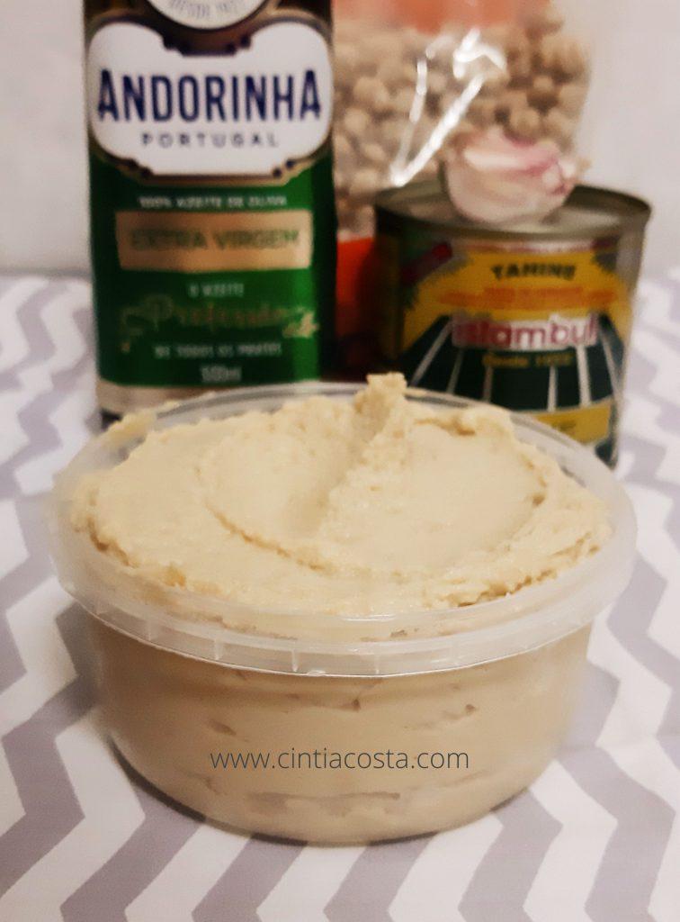 Receita de homus (pasta de grã-de-bico e tahine). Foto: www.cintiacosta.com